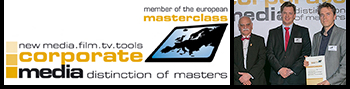 "Links: Screenshot ""member of the european masterclass new media.film.tv.tools corporate media distinction of masters"", Rechts: eyecatcher Geschäftsführer Richard Klein hält Urkunde bei Preisverleihungs-Event"